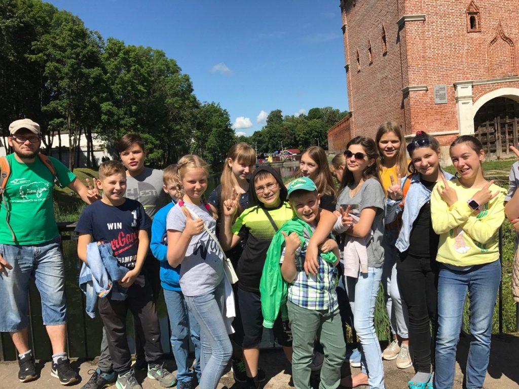 На экскурсии по Смоленску школьники узнают английский язык и историю
