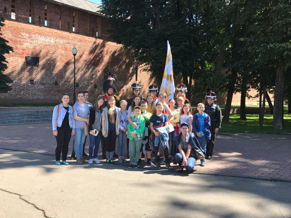 На экскурсии по Смоленску школьники изучают английский язык и историю