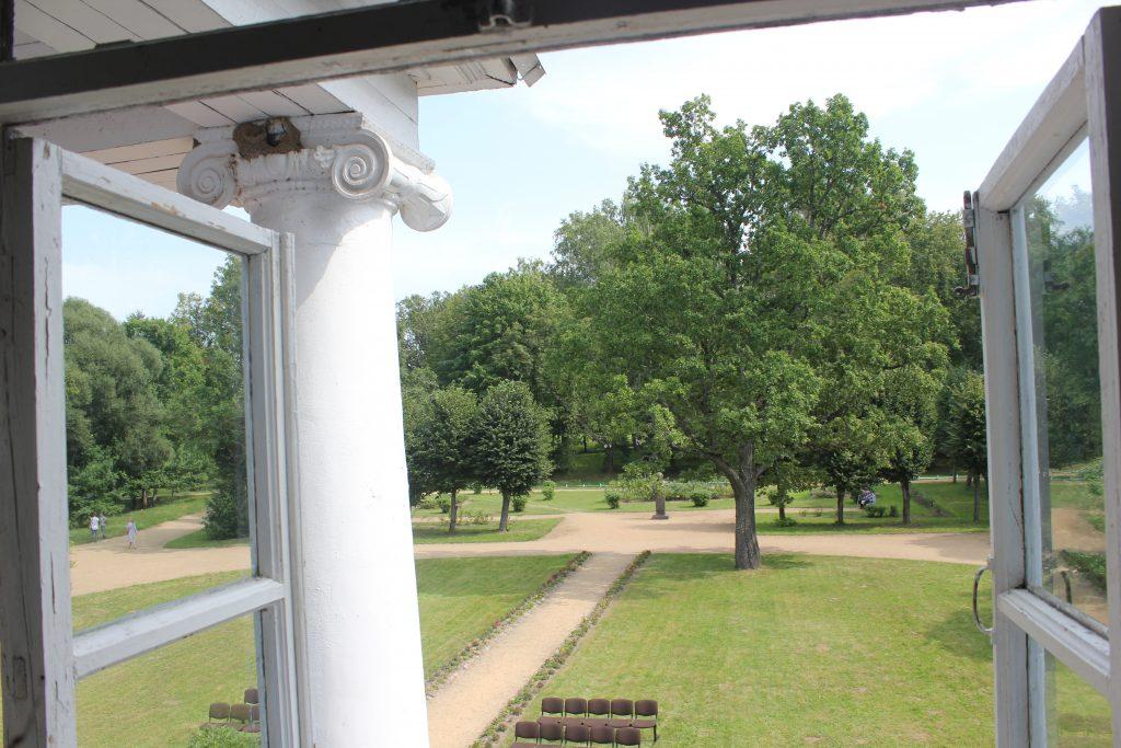 Вид из окна дома-музея в Новоспасском