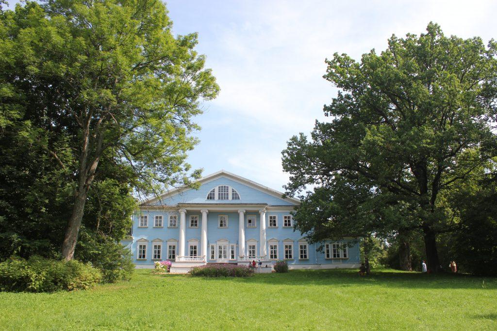 Фасад дома в Новоспасском