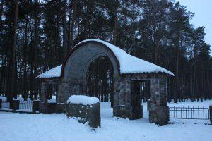 Входная группа немецкого мемориального кладбища в Дубровинке