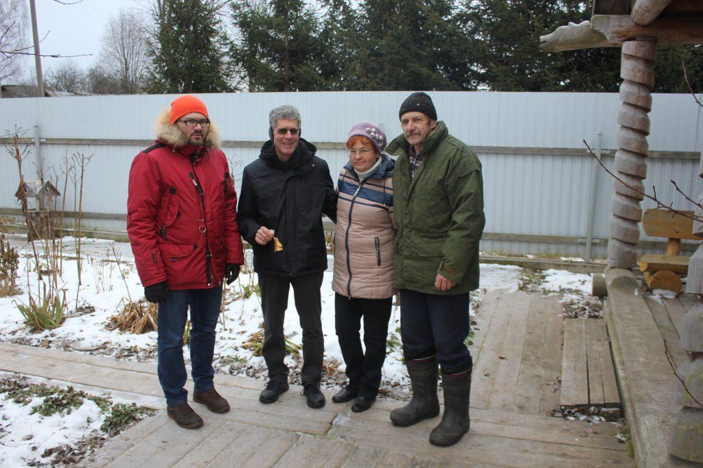 Американские туристы и русские люди/ Фото: smolensk-guide.com