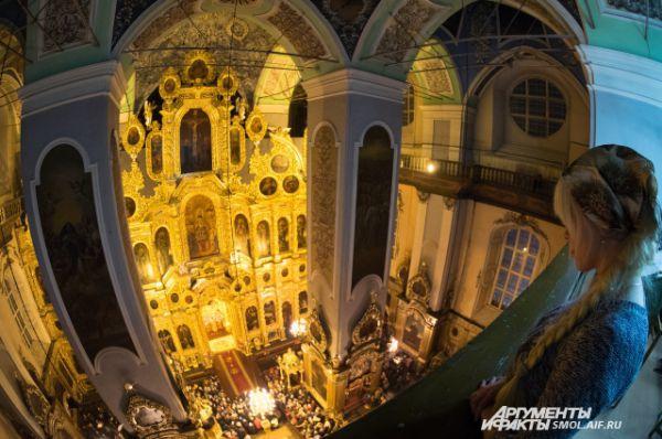 Иконостас Смоленского Успенского кафедрального собора - фото Александра Губарева для АиФ-Смоленск