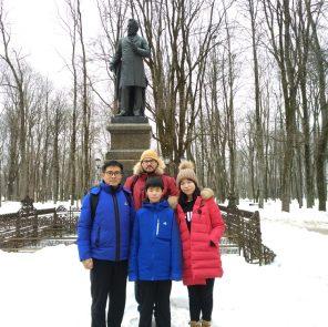 Семья Ван - туристы из Китая в Смоленске /Фото: Елена Усольцева, китайские туристы