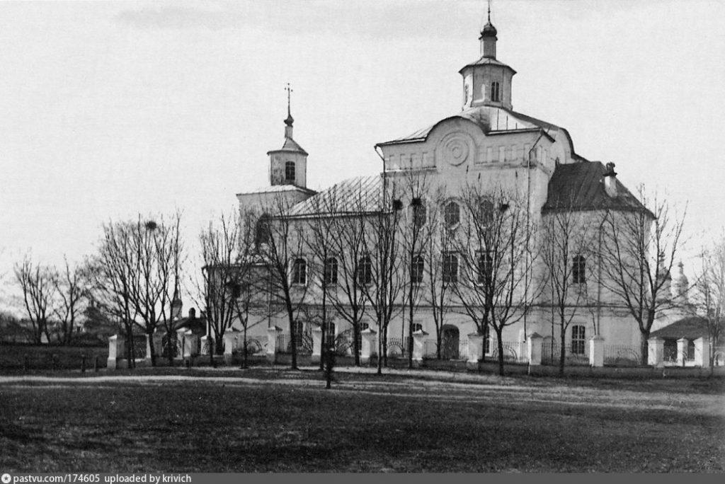 Так выглядела Спасская церковь в конце 19-начале 20 века.