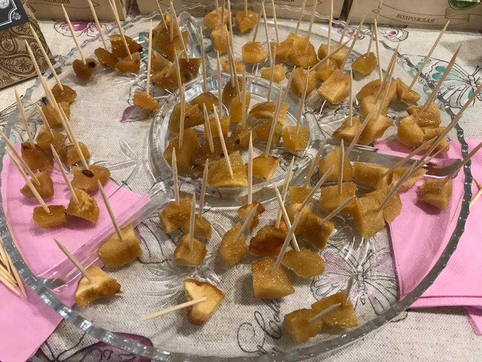 Сладкий сувенир смоленские конфекты на туристических выставках / Фото: Смоленский терем