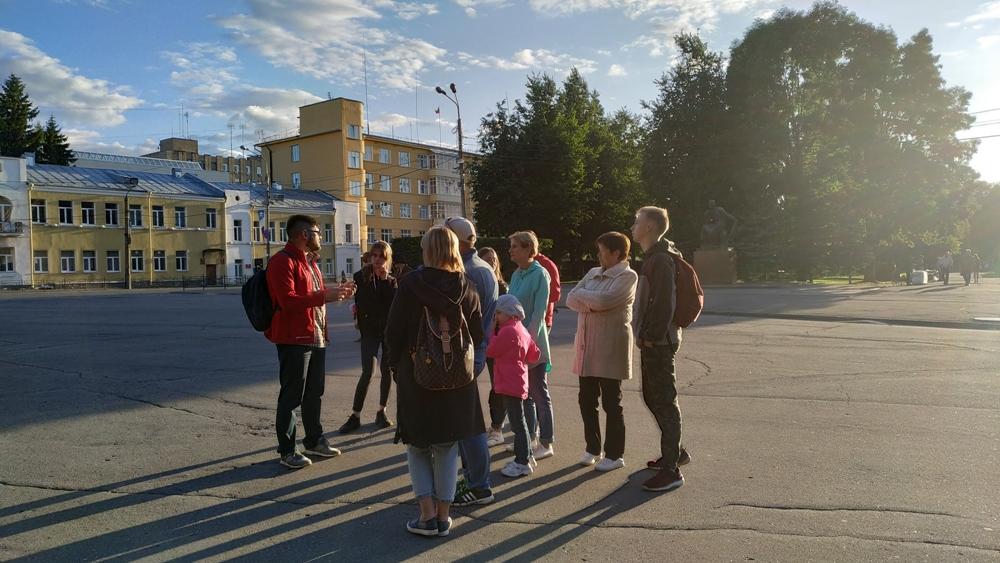 Рассказ экскурсовода всегда задает тон прогулке / Фото: smolensk-guide.com