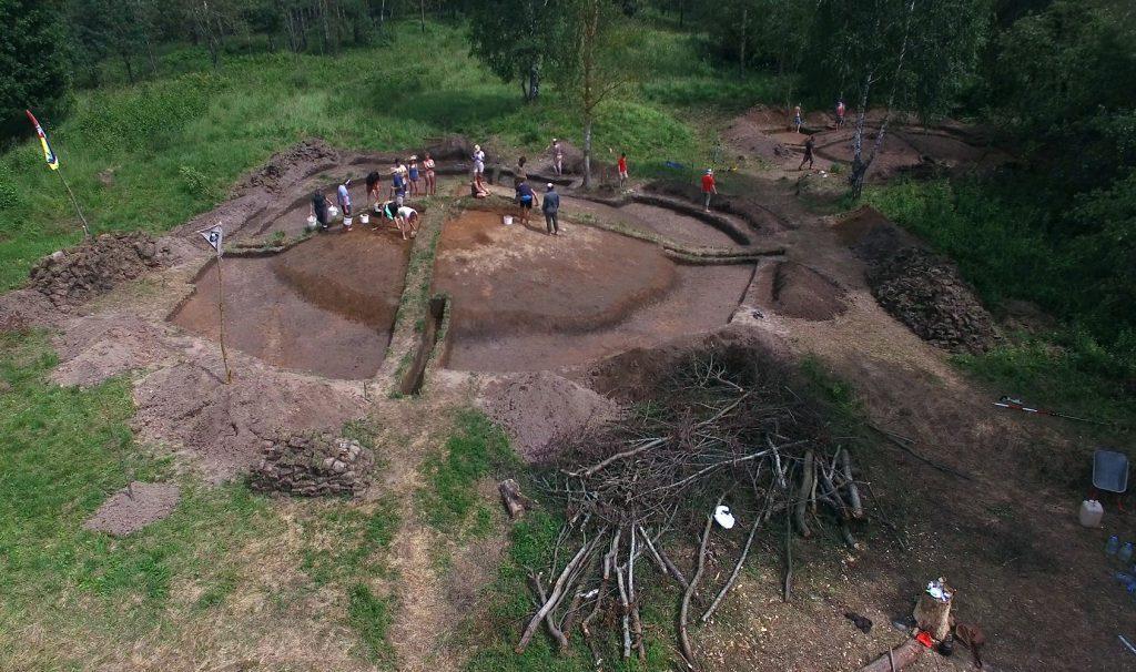 Фотографии раскопок курганов Гнёздовской археологической экспедиции - gnezdovo.com