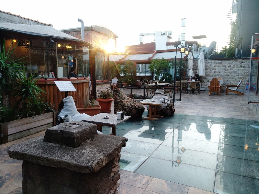 Территория во дворе кафе / Фото: smolensk-guide.com